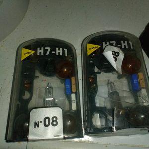 Lot de deux boîtes d'ampoules de voitures